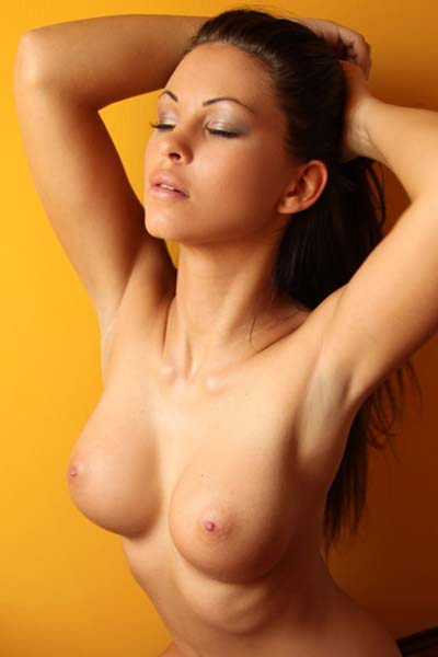 Model Vanessa in Orange Juice