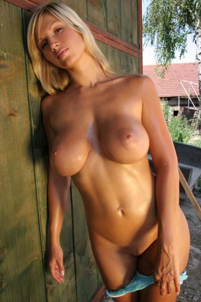 Model Clara Goldnerova in Old Barn