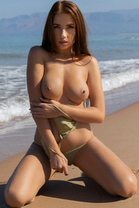 Model Niemira in Walking On The Sand